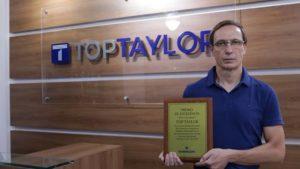 Top Taylor recebe prêmio de excelência